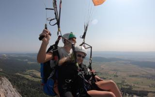 Trotz Höhenangst ist ein Tandemflug mit dem Paragleiter kein Problem. Meistens jedenfalls, wie Gleitschirmpilot Andreas Wagner erklärt.