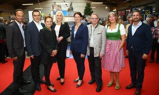 Gewerbeausstellung 2018: Peter Harringer, Josef Renner, Erika Fehringer, Angelika Winzig, Michaela Langer-Weninger, Johannes Raab, Gerlinde Penetsdorfer und Armin Bayer (v.l.).