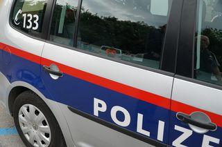 Die Polizei musste die Straße nach dem Unfall sperren.