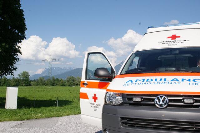 Nach der Erstversorgung wurde der 68-jährige Radfahrer mit der Rettung in das Krankenhaus Kufstein gebracht. (Symbolfoto)