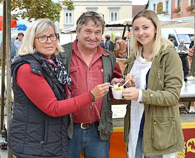 Gerda Kowal, Wochenmarkt-Chef Anton Dabernig und Tatjana Pertl (v. links)