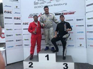 1. Rennen:  Franz Altmann fährt auf Platz 1, im Bild mit  Benjamin Pfeil und Alfred-J. Buschek.