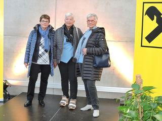 Die Senioren des Seniorenbundes Kufstein schlüpften in die Rolle von Models und präsentierten in der FH Kufstein Herbstmode.