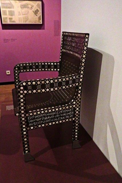 Diese Sitzgelegenheit wird natürlich von den bekanntesten Architekten und Künstlern seiner Zeit entworfen und ausgeführt
