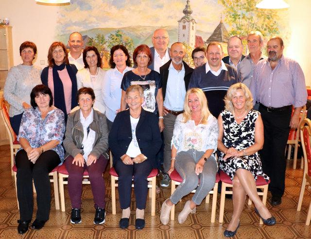 17 Schüler des Jahrganges 1967/68 trafen sich zum Klassentreffen in der Volksschule Maria Rojach