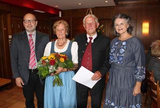BH-Stv. Herbert Haberl, das diamantene Jubelpaar Anna und Gottfried Kaindl und Bgm. Hedi Wechner.