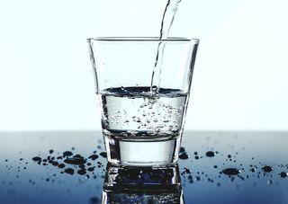 Darf das Glas Trinkwasser in Lokalen kosten?