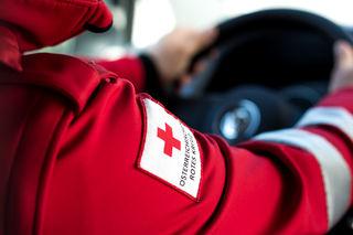 Die Rettung brachte die vier leicht Verletzten Personen ins BKH Reutte.
