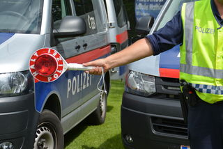 Polizei kontrolliert Schwertransporter im Tennengau und stellt enorme Lenkzeitüberschreitung fest.