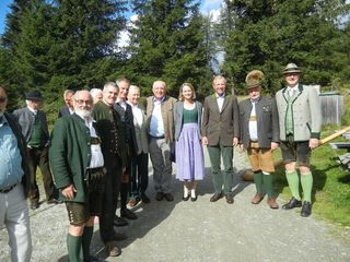 LH Wilfried Haslauer (3. v. re.) war mit Mitgliedern der Salzburg Association beim Preberschießen des Lionsclub Lungau mit dabei.