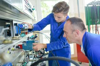 Damit die Fachkräfte gute Arbeit leisten, müssen die Ausbildner kompetent sein.