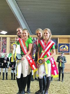Freude über den Meistertitel im Mannschaftsbewerb bei Elena und Martha Wallner, Jasmin Pirker, Selina Hübler.