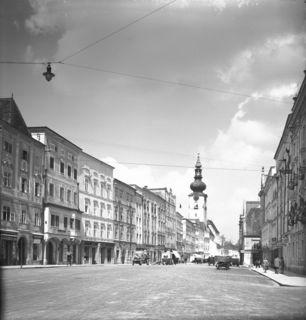 Stadtplatz, Blick vom Rathaus zur Stadtpfarrkirche