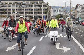 Während dem Fest rollt die große Radparade durch Linz.