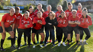 Frauenstadträtin Eva Schobesberger (vorne Mitte) war beim Anstoß des Mädchen-Fußball-Aktionstags mit dabei.