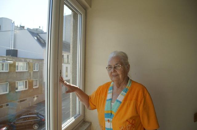 """Was fehlt: der Fenstergriff. """"Seit Kurzem kann man nicht mehr lüften"""", ärgert sich Jane."""