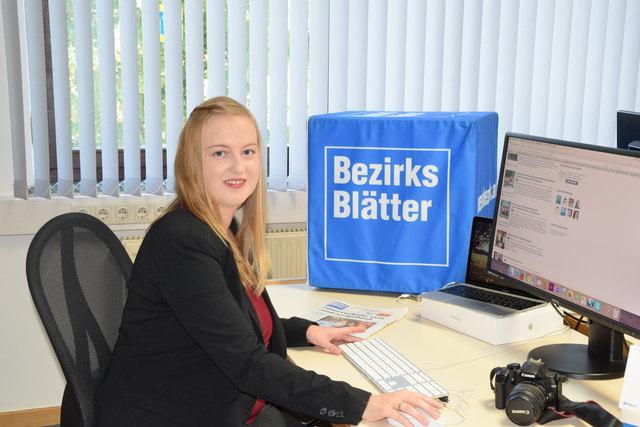 Unsere redaktionelle Mitarbeiterin Karin Vorauer bei ihrer täglichen Arbeit bei den Bezirksblättern. Interviews und Fotografieren gehören ebenso dazu wie das Recherchieren und Schreiben von lokalen Nachrichtenbeiträgen