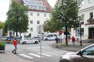 Hier beim zentralen Kreisverkehr in Reutte würde die Begegnungszone wieder enden.