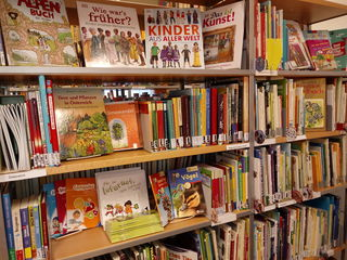 Sachbücher zu den unterschiedlichsten Themen und für jede Alterklasse in der Stadtbibliothek Purkersdorf.