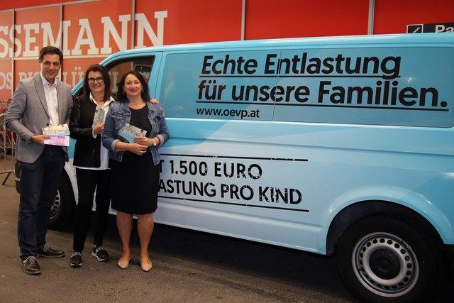 BR Peter Raggl, NRin Liesi Pfurtscheller und BL Barbara Trenkwalder bei ihrer Infotour im Bezirk Landeck.
