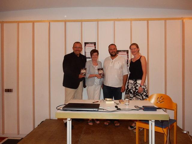 Vizebgm. Christian Balon, STR Ingeborg Pelzelmayer,  Peter C. Huber, Bibliotheksleiterin Beatrice Hrusa