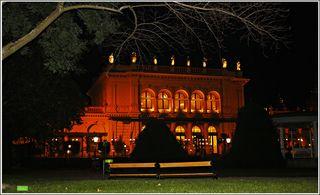 Kursalon Wien!!  Dort, wo sich die Wiener Ringstraße an das Grün des Stadtparks lehnt, wurde Mitte  des 19. Jahrhunderts eines der exklusivsten und prachtvollsten Gebäude Wiens im Stil der italienischen Renaissance errichtet: der Kursalon.