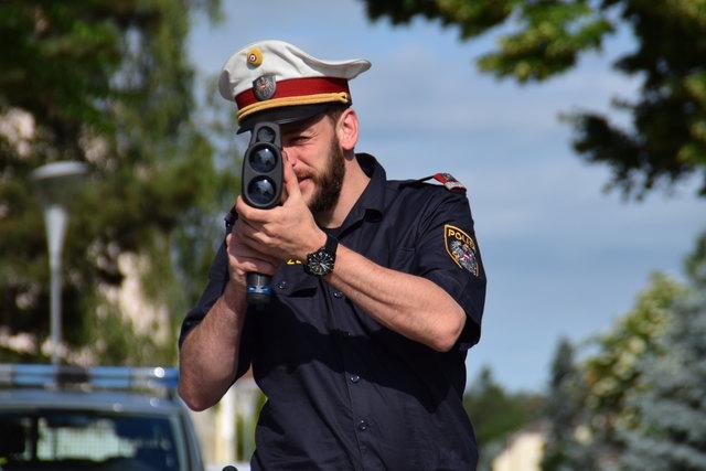 In Zukunft soll nicht nur die Polizei Raser mit Radarmessungen in Schach halten.