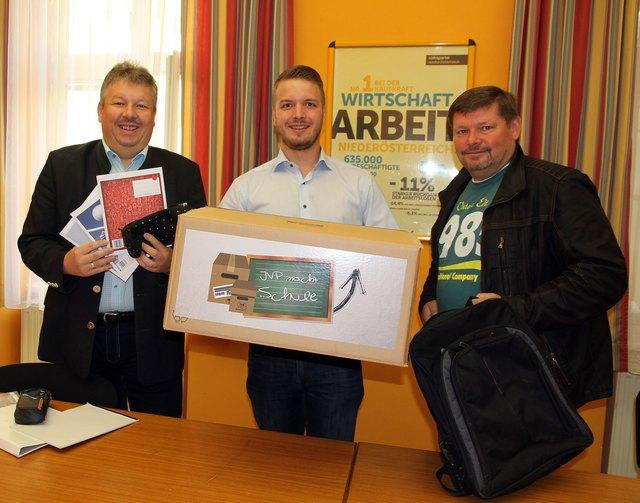 NÖAAB Bezirksobmann Thomas Grießl, JVP Bezirksobmann Johannes Rinnhofer und Bezirksgeschäftsführer Horst Obermayer