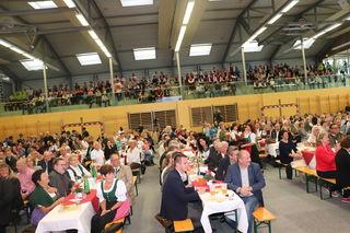 Sporthalle und Festzelt waren beim Jubiläum 50 Jahre Marktgemeinde Kalsdorf bis auf den letzten Platz gefüllt.