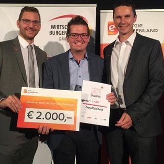 Andreas Roth und Christian Unger von der Steuerberatungskanzlei Roth gratulierten Sieger Christian Wappel (Mitte).