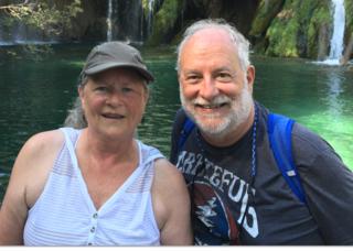 David Grube aus den USA kommt mit seiner Frau Lynn nach St. Veit um seine Freunde zu treffen, mit denen er vor 50 Jahren schöne Zeiten verbracht hat