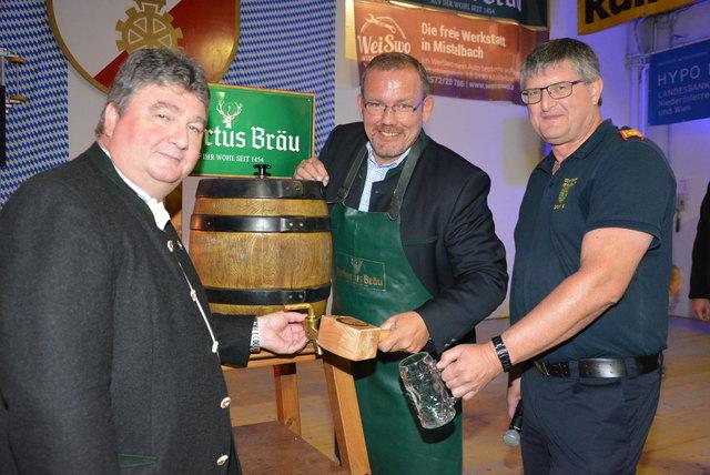 Bieranstich: Hermann Kühtreiber, Christian Balon und Gerhard Grum