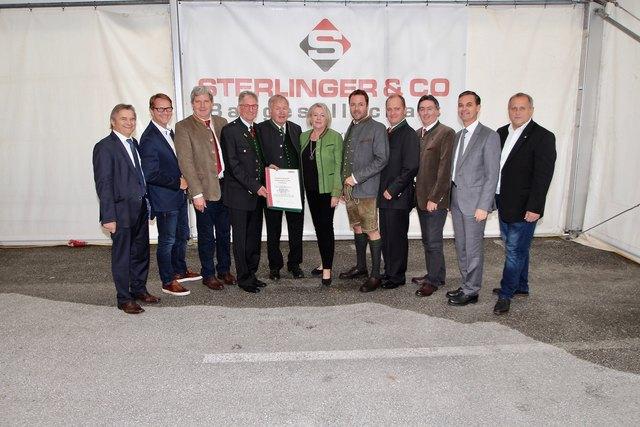 """Die Spitzen der Baufirma """"Sterlinger & Co"""" im Kreis der Ehrengäste, an der Spitze LAbg. Wolfgang Dolesch."""