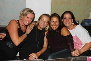 Claudia, Sonja, Sandra, und Sabine im Discofieber.