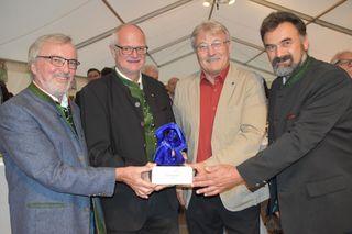 Preisträger: Stiftungsvorsitzender Raimund Grilc, Museumsleiter Arthur Ottowitz, Bürgermeister Stefan Visotschnig, Kulturstadtrat Marko Trampusch