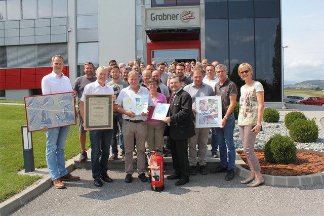45 Jahre Treue zur Firma Grabner: Willi Raser wurde von der Geschäftsleitung und Kollegen in den wohl verdienten Ruhestand verabschiedet.