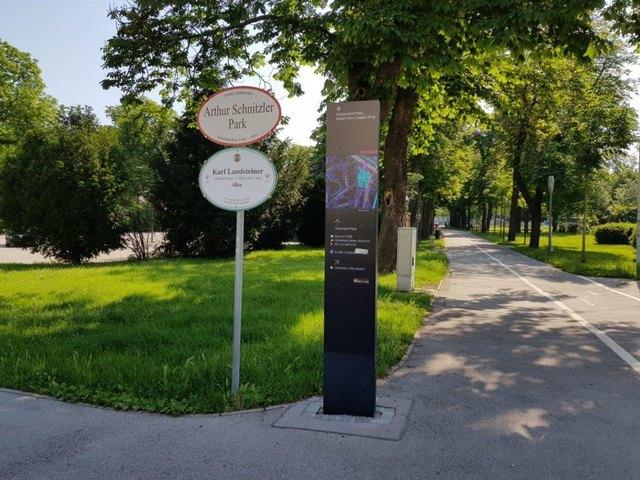Der Messerstecher ließ sich im Arthur Schnitzler Park widerstandslos festnehmen. Er gestand in Mordabsicht gehandelt zu haben.