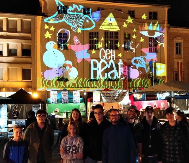GEH.BEAT-Team, Kunstmaler Marko Djurdjevic, Tagtool-Künstler Josef Dorninger und das Team der beteiligten Jugendlichen