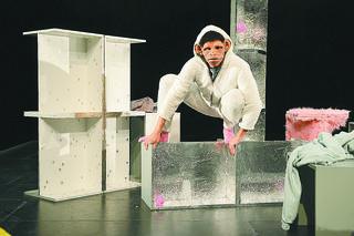 Die Figur Schimmi, keineswegs aber Darsteller Markus Bernhard Börger, machte sich im Kosmos zum Affen.