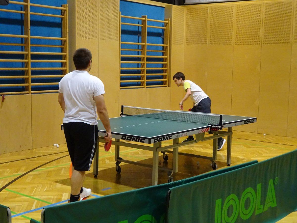 Valentin und Jakob beim Training in der Fulpmer Sporthalle
