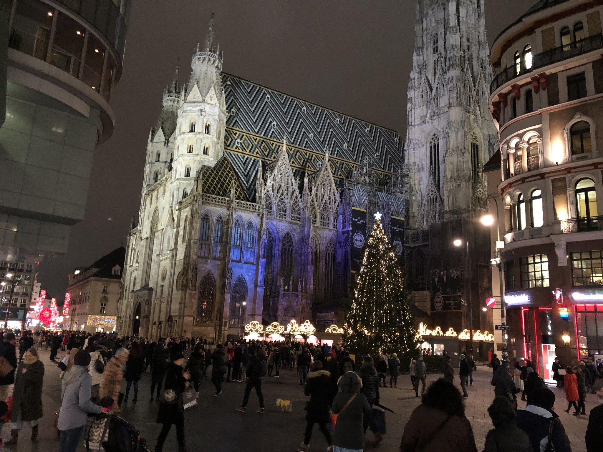 Was Kostet Glühwein Auf Dem Weihnachtsmarkt 2019.Bz Punschtest Teil 3 Weihnachtsmarkt Am Stephansplatz Video Wien