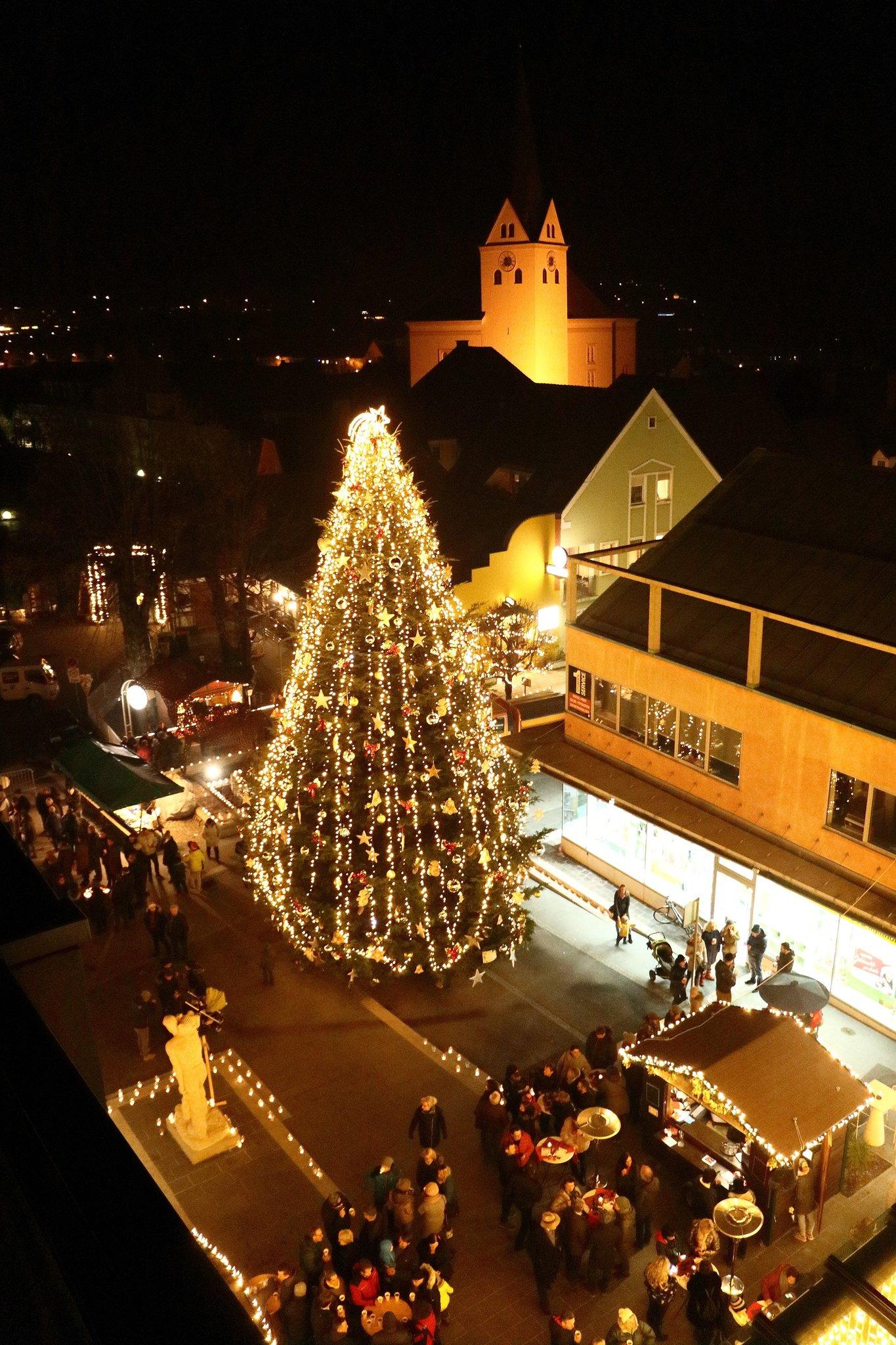 Weihnachtsbeleuchtung Engel.Köflach Schwebender Engel über Dem Lichterfest Voitsberg
