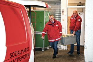Äußerst engagiert zeigte sich Georg Wojak bei der Warenabholung bei einzelnen Supermärkten im Bezirk.