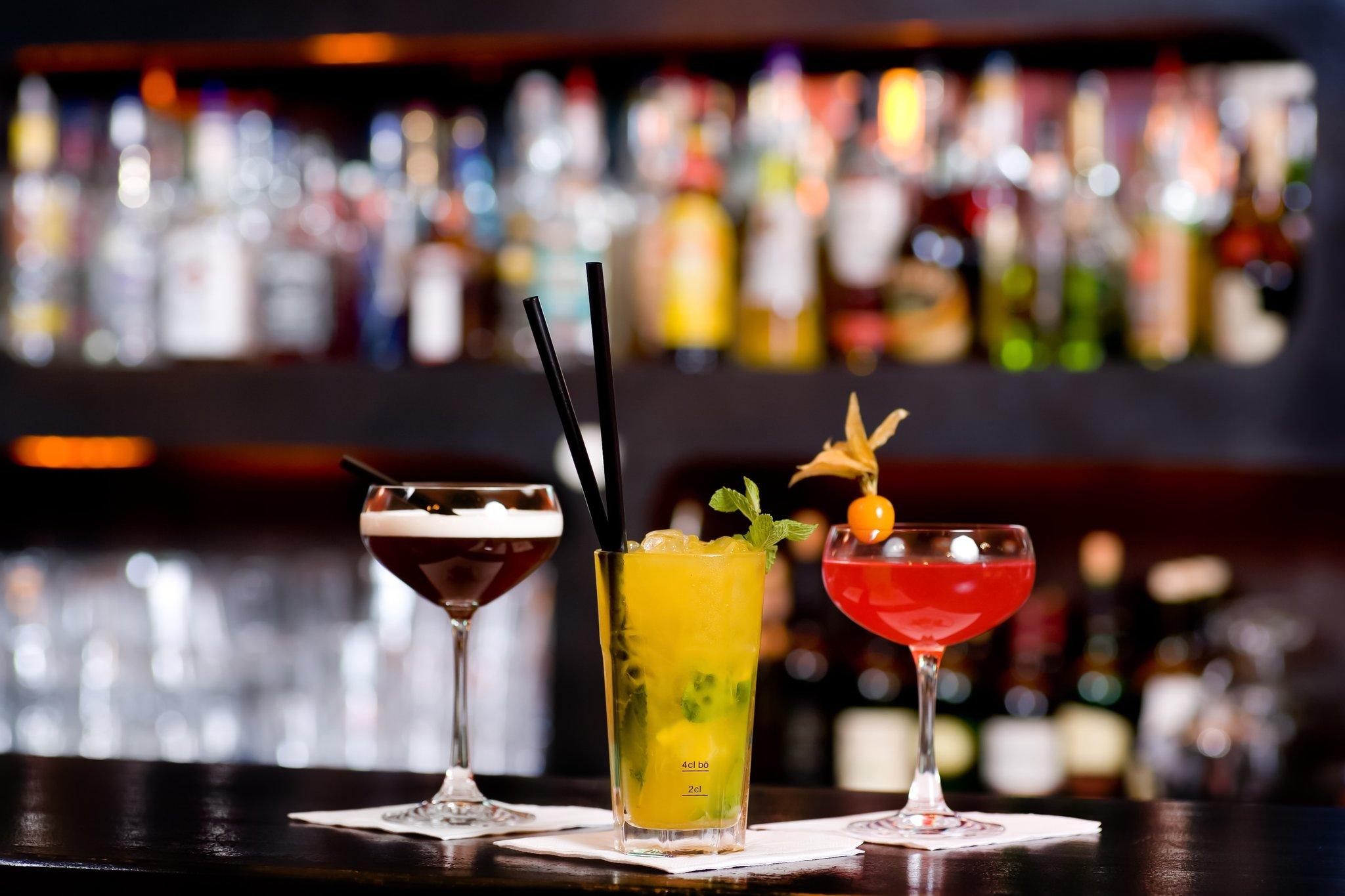 bars pubs und caf s haben gro teils geschlossen wohin kann man sonntagabends etwas trinken. Black Bedroom Furniture Sets. Home Design Ideas