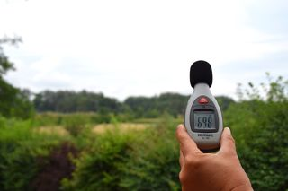 Beim Lokalaugenschein, es war ein Freitag Vormittag, wurden 69,8 Dezibel gemessen.
