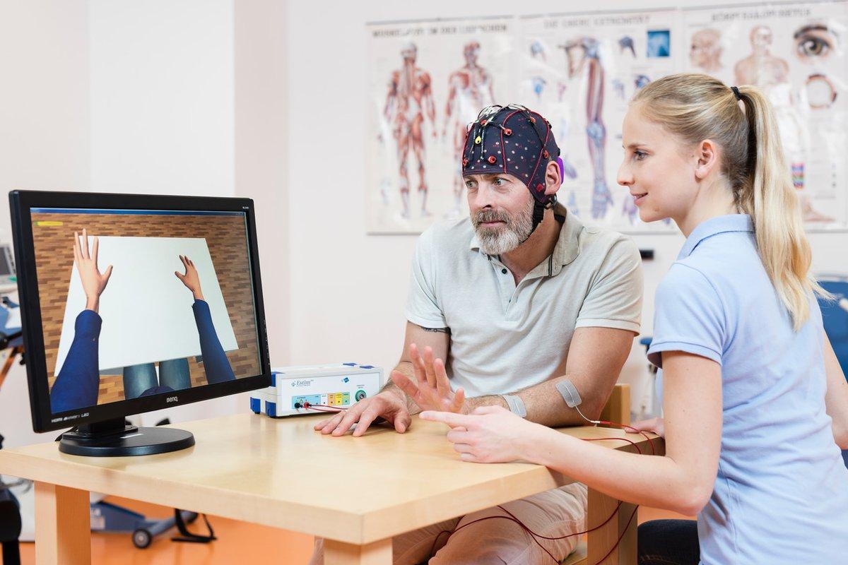 RecoveriX kombiniert Bewegungsvorstellung, Virtual Reality und Muskelstimulation, um Schlaganfallpatienten dabei zu helfen, Bewegungen wieder selbstständig auszuführen.