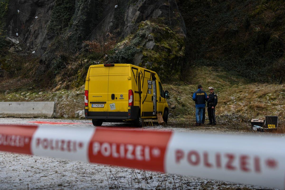 Polizeimeldung Geldboten überfallen Polizei Sucht Zeugen Linz