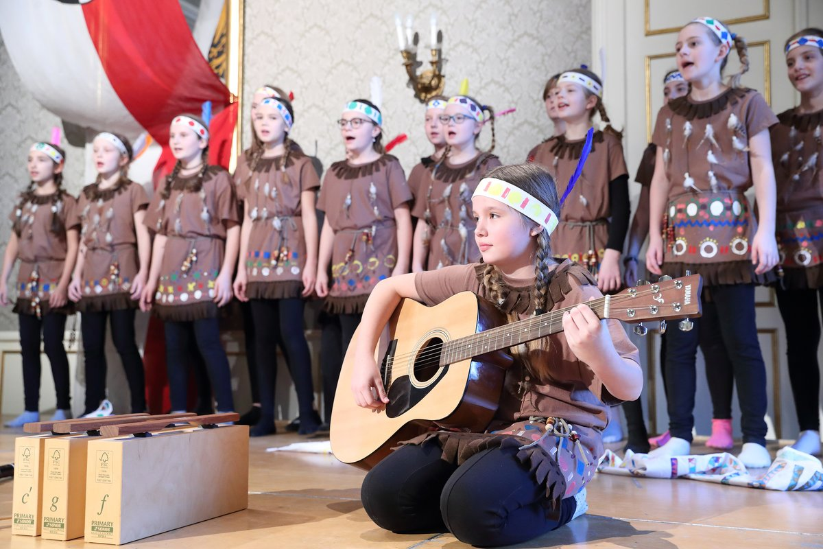 Der Chor der Volksschule Tiefgraben/St. Lorenz zeigte sein Können bei der Verleihung der Auszeichnungen.