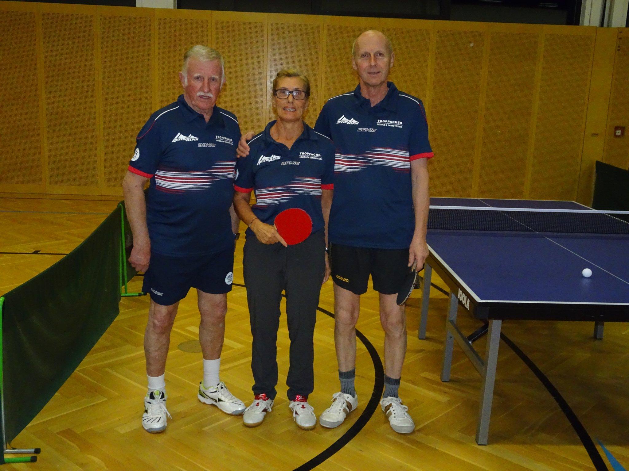 v.l. Heinz Leitgeb,Barbara Obernosterer und Karl Troger spielen für den TSV AustriAlpin Fulpmes im Tiroler Landesliga Abstiegs-Play-Off
