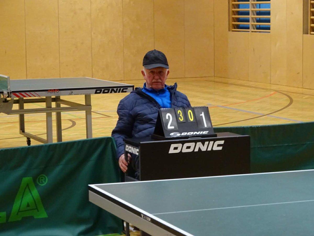 Schiedsrichter Heinz Leitgeb (Spieler und Chronist des TSV AustriAlpin Fulpmes Sektion Tischtennis)